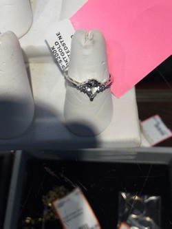 Ladies 10 K White Gold Ring w/cretedstne